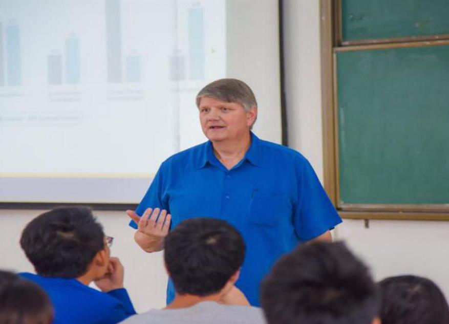 美国中西州立大学教授Craig Van Slyk到我院讲学