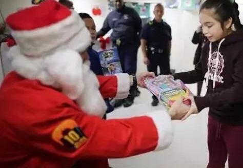 中国学校放假庆祝圣诞节,这就有点过了