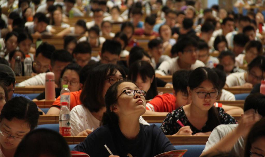 壮观!2000名大学生考研族同时上课
